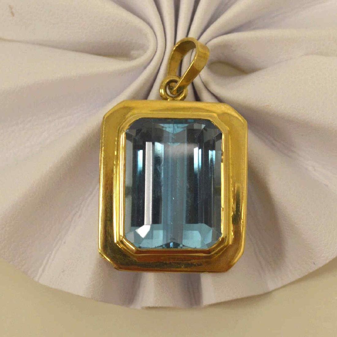 14kt yellow gold blue topaz pendant