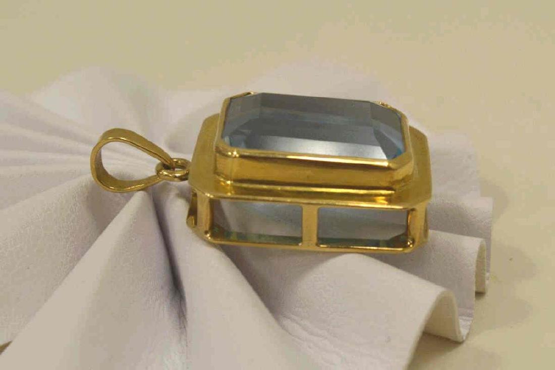 14kt yellow gold blue topaz pendant - 2