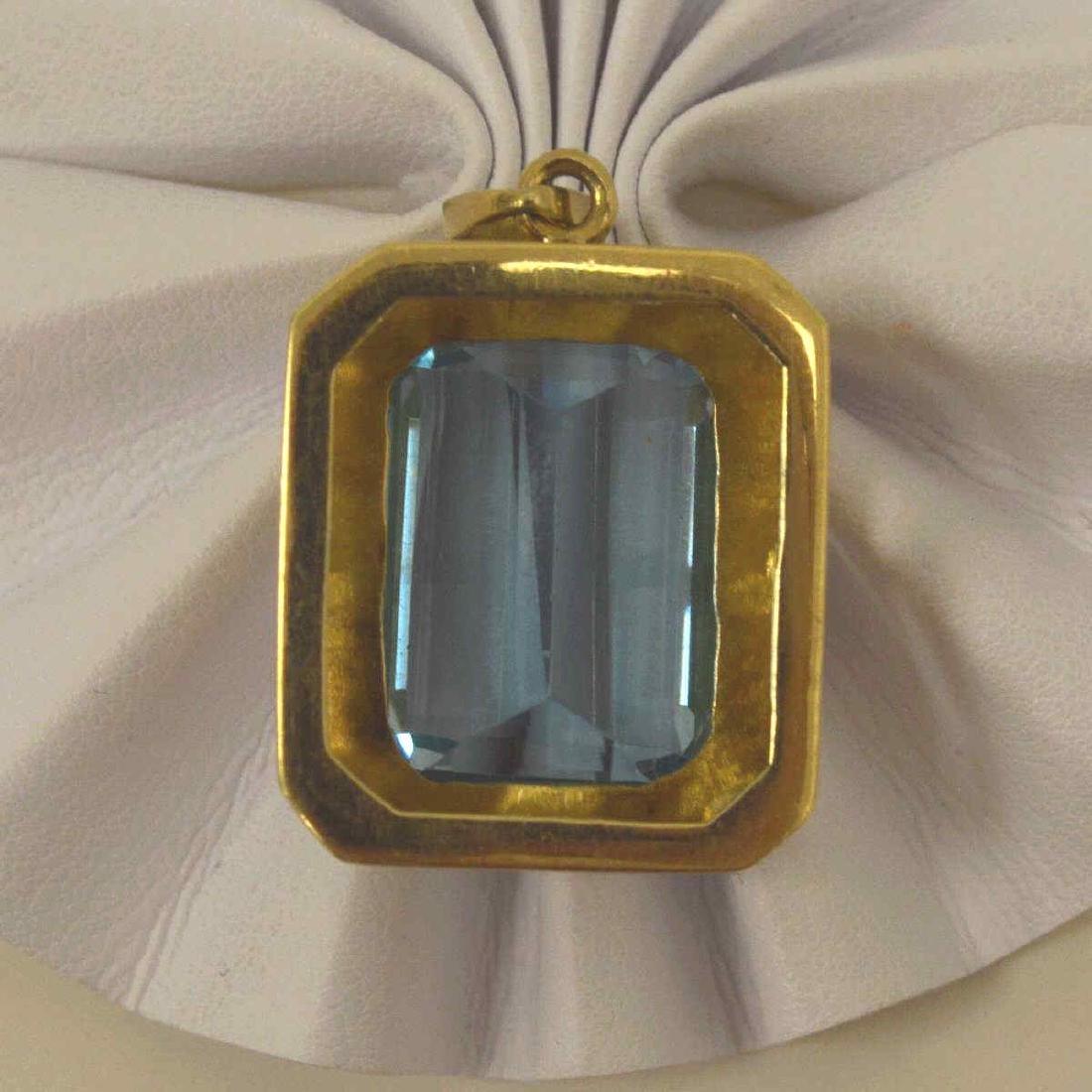 14kt yellow gold blue topaz pendant - 3