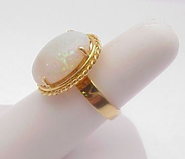 2002: Opal ring - 18 kt yellow gold