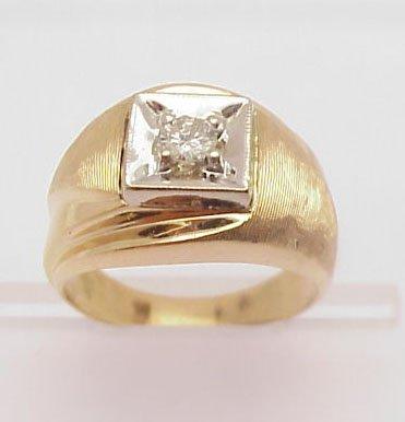 3021: Man's diamond ring 14 kt brushed gold
