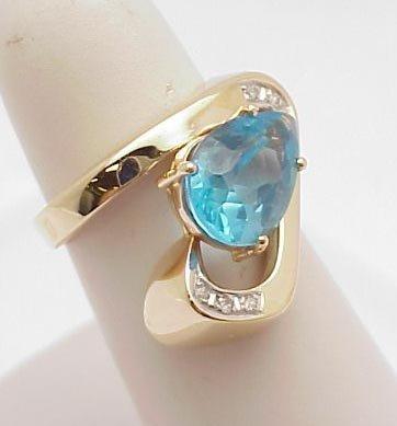 3011: Blue Topaz Ring 14kt gold