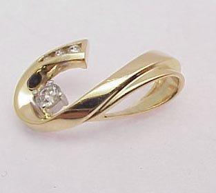 3012: Diamond pendant 14kt yellow gold