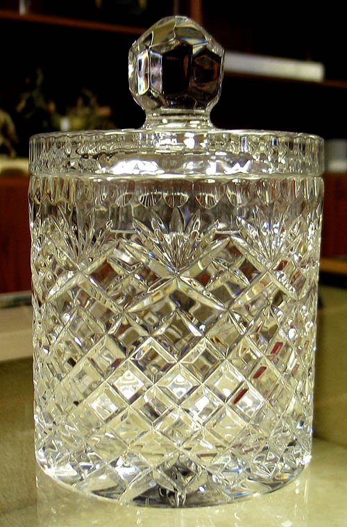 3017: Cut crystal biscuit barrel with lid