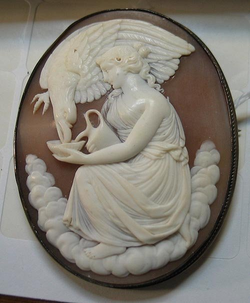 3286: Vintage Well Carved Cameo Pin