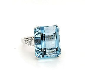 18kt white gold aquamarine and diamond ring
