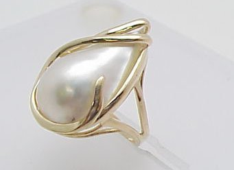 236: Large Mabe Pearl Ring 14kt