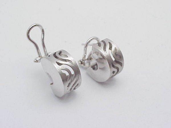 7: 14kt white gold Huggie Earrings