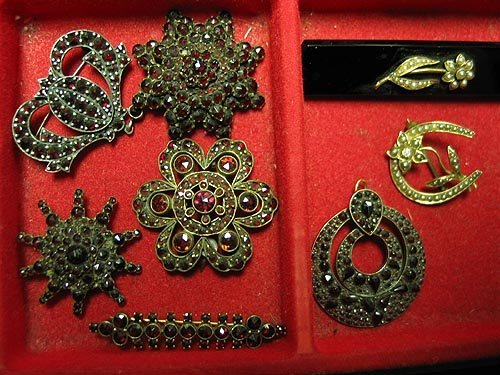 286: Antique and Vintage jewelry lot