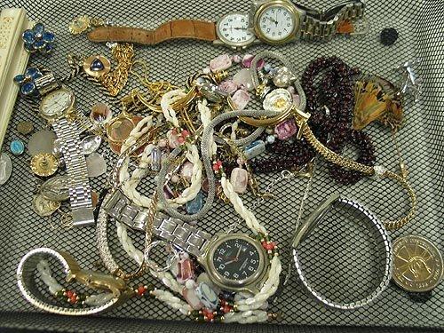 5: Costume jewelry lot