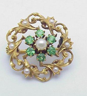 4016: Vintage seed pearl & peridot pendant