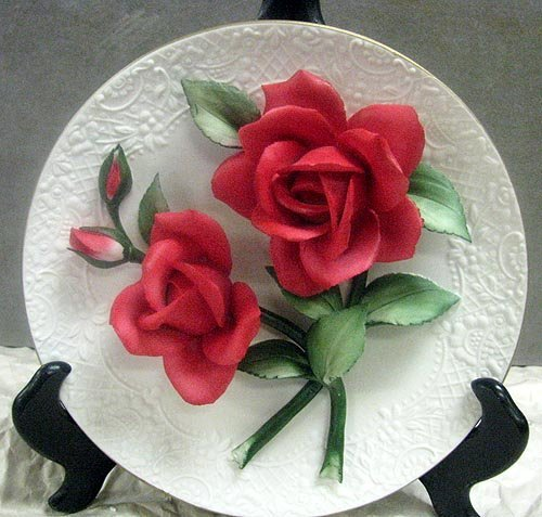 4185: The Legend Red Roses of Capodimonte