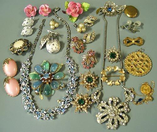 6028: Costume Jewelry Lot