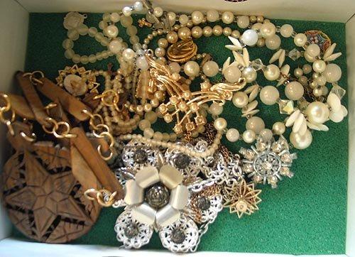 6028: Costume Jewelry Lot - 2