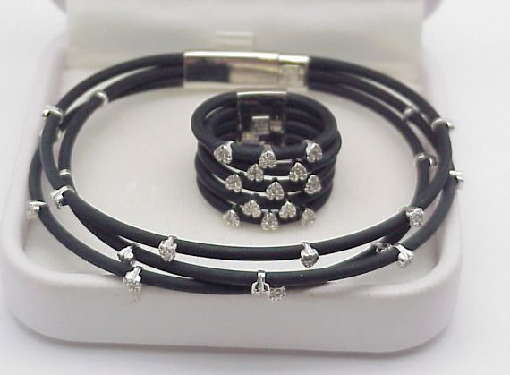 6003: Diamond & Rubber Strap Bracelet Ring