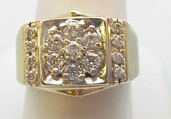 18: Gent's 14k diamond cluster ring