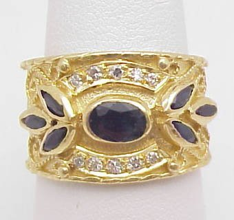 192: 18kt Yellow Gold Ring w/Sapphires