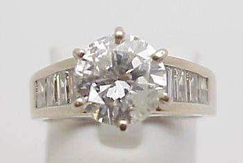 21: 14kwg 2.60ct Rd diamond ring