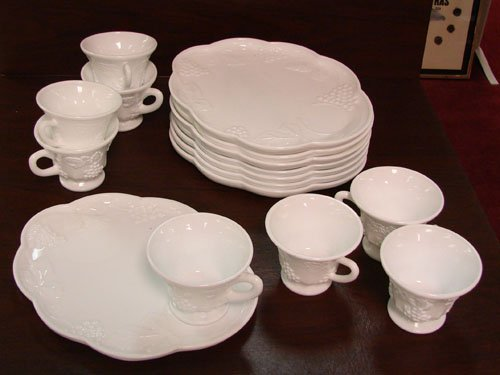 1: Milk glass snack set - Service for 8