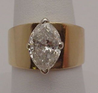 11: Lady's 14kyg diamond marquise ring