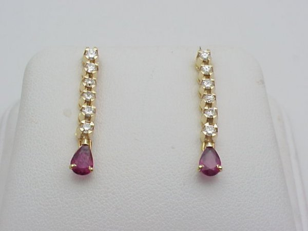 10: Lady's 14kyg diamond/ruby earrings