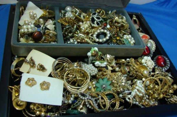 16: Assorted costume jewelry & Jewelry Xmas Tree