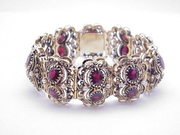 264: Lady's 14kyg garnet /seed pearl bracelet