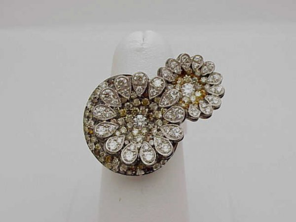 10: Lady's 18kwg floral diamond ring