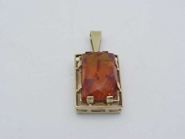 16: 14kyg square amber pendant with chain
