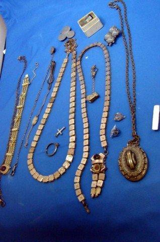 3: Lot of vintage jewelry - necklaces, bracelet etc