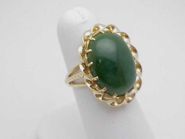 5: 14kyg oval shaped jade ring