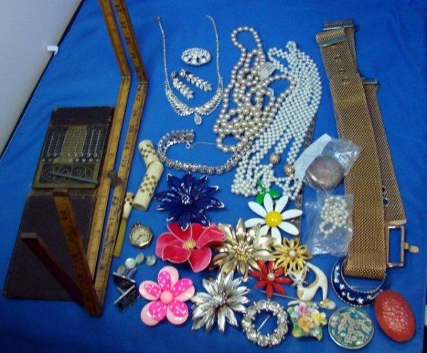 22: Vintage Lot: Jewelry & Bakelite Cigarette Holder