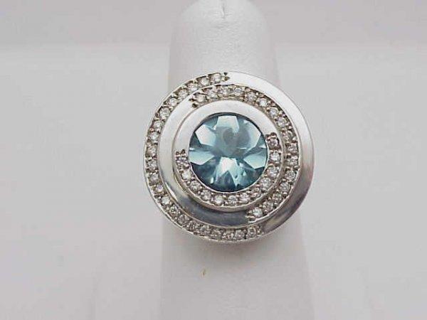 24: Lady's 14kwg aquamarine/diamond ring