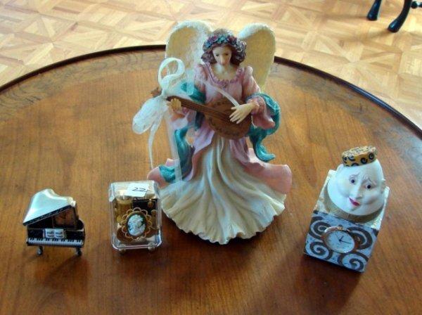 22: San Francisco Music Box, Miniature Clocks