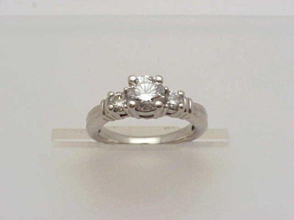 20: Lady's .90ct diamond ring in platinum