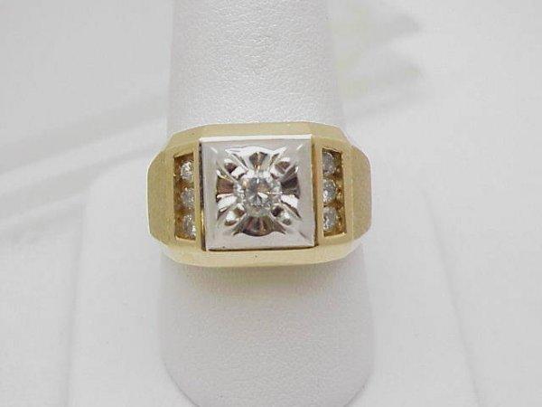 11: Man's 14kyg diamond fashion ring
