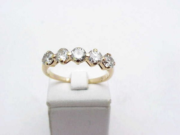 5: Lady's 5 round diamond band in 14kyg