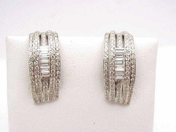 15: Lady's 18kwg diamond earrings