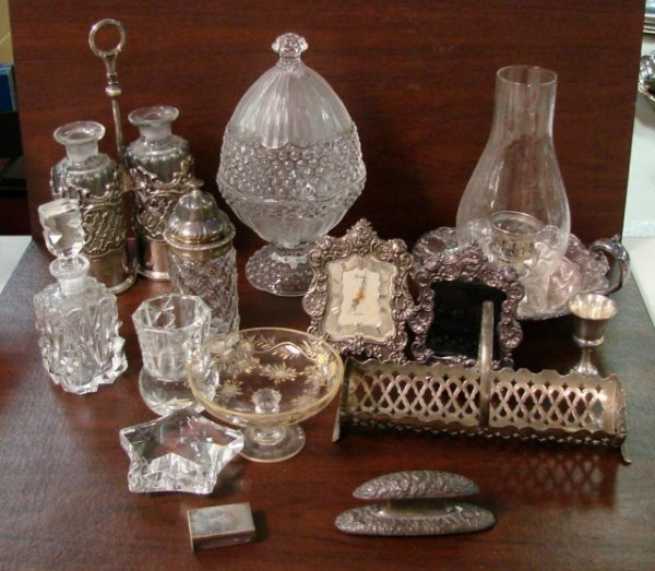 23: Lot of vintage glass/crystal incl. cruets