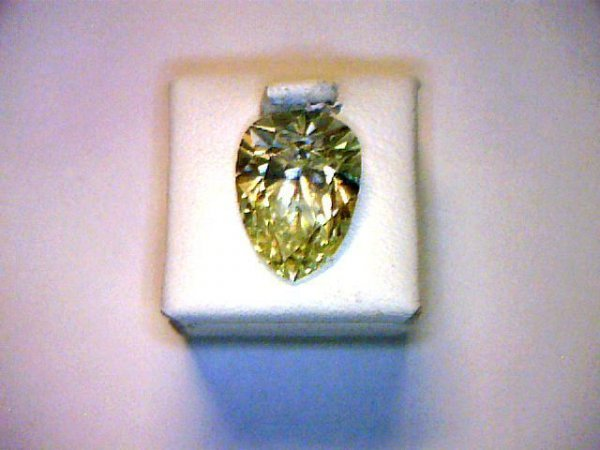 284: Loose 3.92ct fancy yellow pear shaped diamond GIA