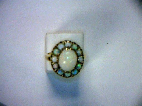 20: Lady's vintage 14kyg opal ring