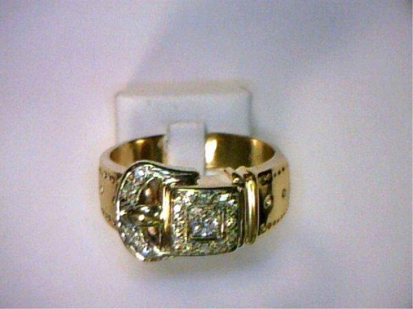 21: 14kyg diamond buckle ring.25ctw