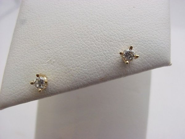 10: .20ctw diamond stud earrings screw backs