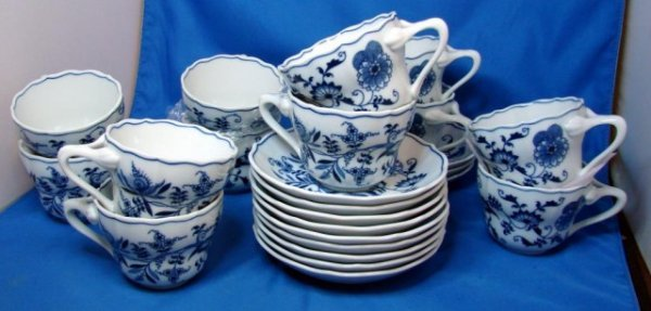 11: 12 Lipitor Blue Danube Cups & Saucers Never Used