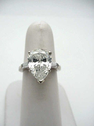 54A: Lady's 14kwg pear shaped diamond ring 3.34ct