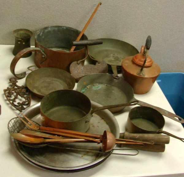 9: Vintage Lot of Heavy Copper Pots & Kettle