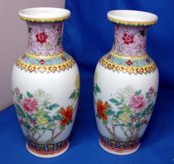 """17: 2 Hand Painted Chinese Vases 8"""""""