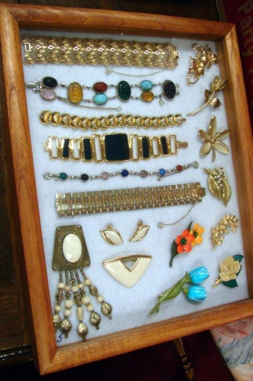 264: 3 boxes Vintage Costume Jewelry - 54 pieces