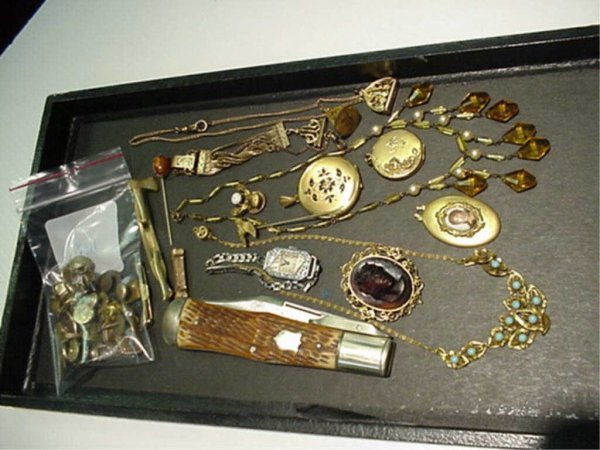2A: Lot of assorted vintage jewelry/knife