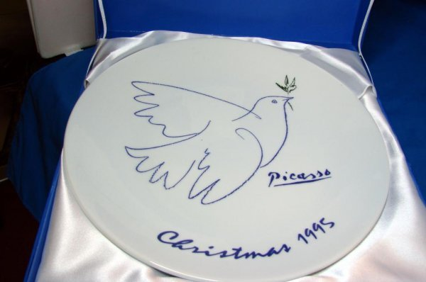 2: Picasso Living1995 Christmas Plate with Box